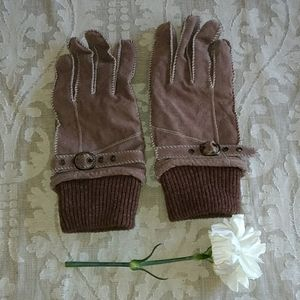 Accessories - 🇬🇧NWOT Suede Gloves